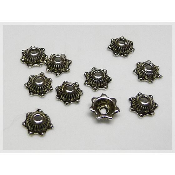 16 zart gearbeitete Perlkappen aus tibetanischem Silber